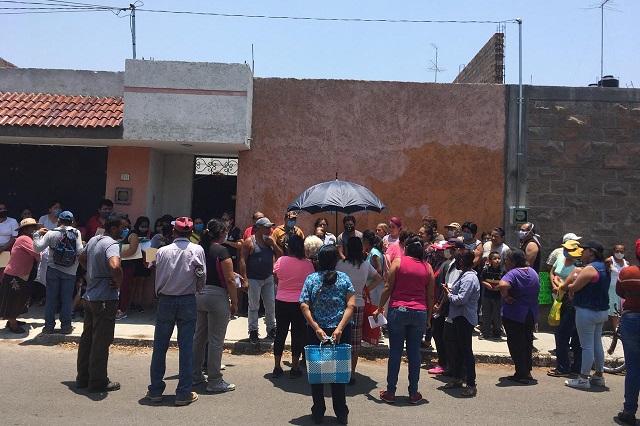 En Tehuacán descubren despensas del gobierno en una bodega