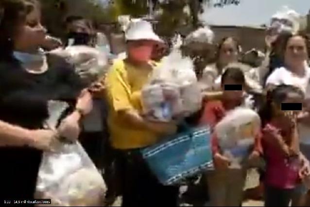 Videos: Cartel Jalisco Nueva Generación reparte despensas en camionetas