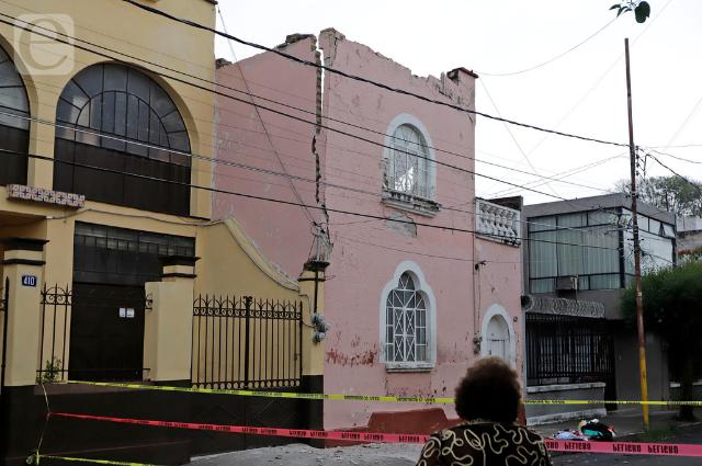 Por colapsar, casona del Centro de Puebla tras caerse el techo