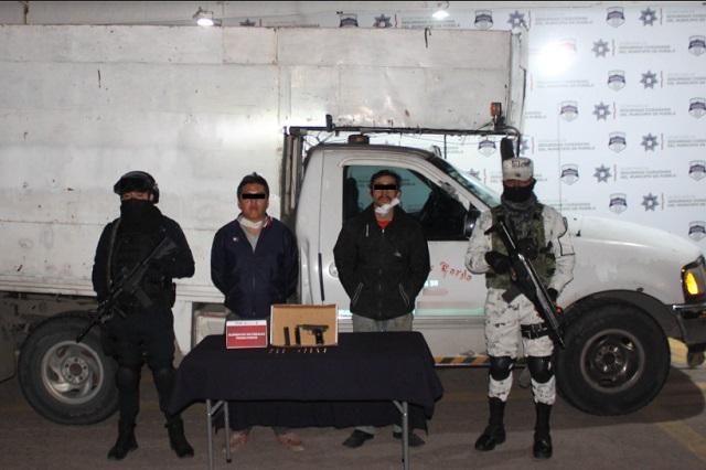 Detienen en Puebla a dos hombres que llevaban armas sin permiso