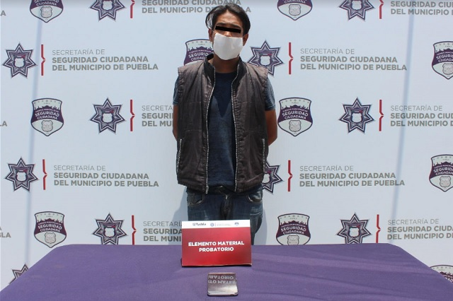 Detuvo policía municipal de Puebla a dos asaltantes de transeúntes