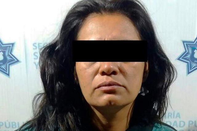 Policía Municipal de Puebla detiene a una mujer por robo a taxista