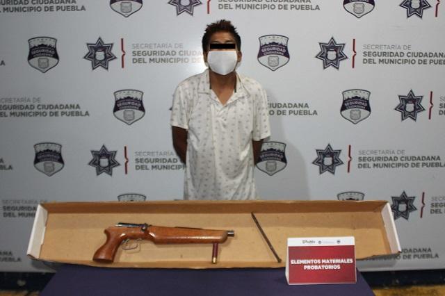 Detiene policía de Puebla capital a asaltante de transeúntes