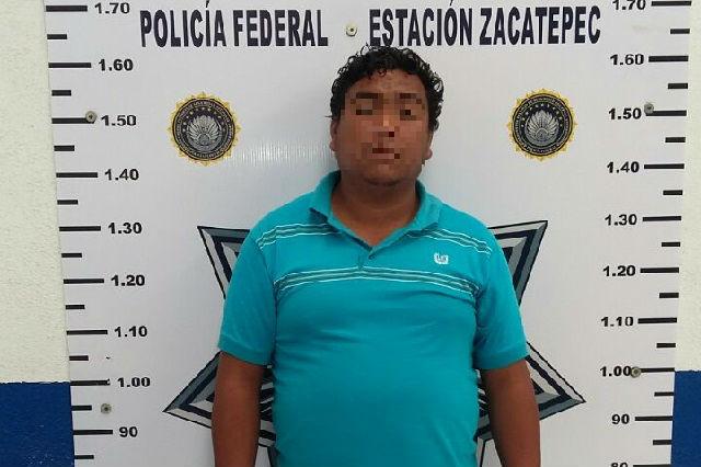 Llevaba 700 kilos de químico para producir droga cristal en Puebla