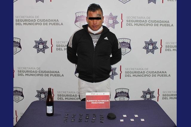 Lo atrapan policías de Puebla capital con 30 dosis de droga