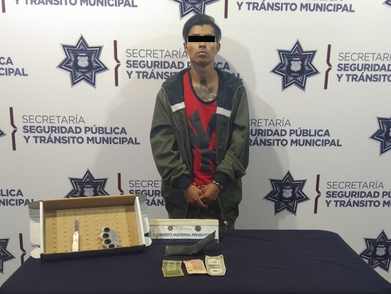 Detuvo policía capitalina a dos hombres por robo a transporte público