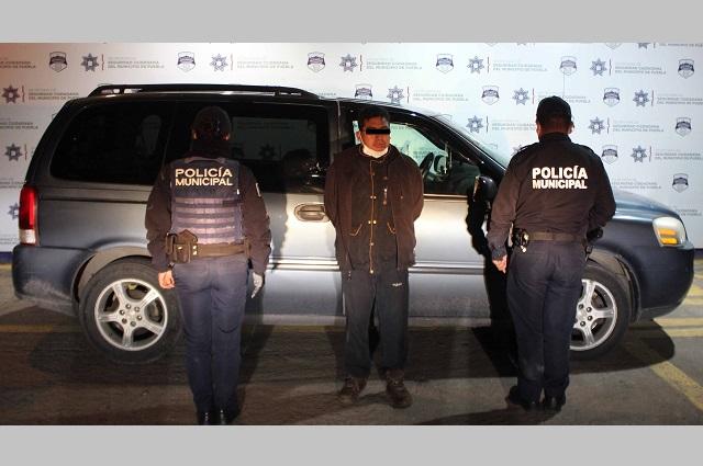 Recuperó policía municipal de Puebla una camioneta robada
