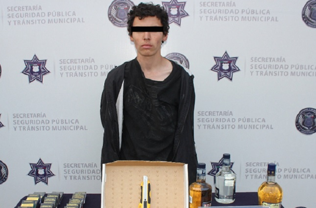 Cae tras robar botellas de licor y cigarros en Oxxo de Zaragoza