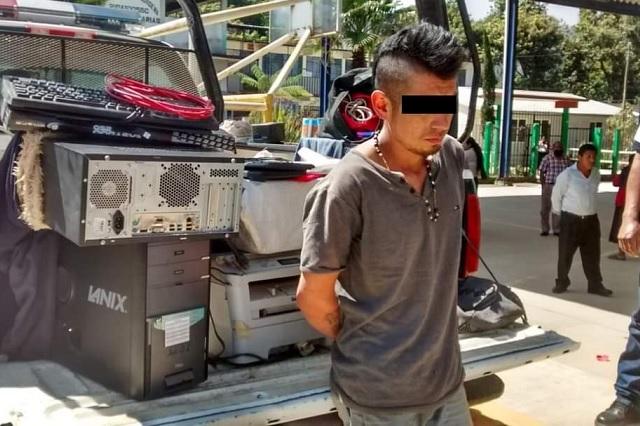 Detienen a hombre con equipo de cómputo robado en Xilocuautla