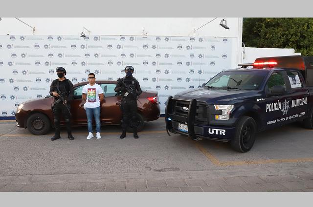 Recuperan auto robado y atrapan al ladrón, en Puebla