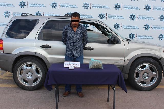Detienen a hombre por posesión de droga en Centro Histórico de Puebla