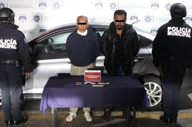 Atrapan a dos que robaron en Farmacias Guadalajara en Puebla