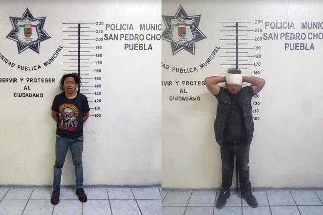 Aseguran en San Pedro Cholula a 2 sujetos por robo de vehículo