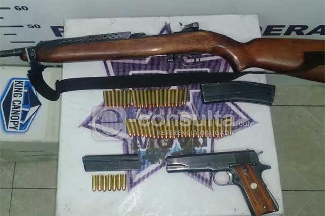 Detienen a dos hombres con armas y cartuchos en la Puebla-Orizaba