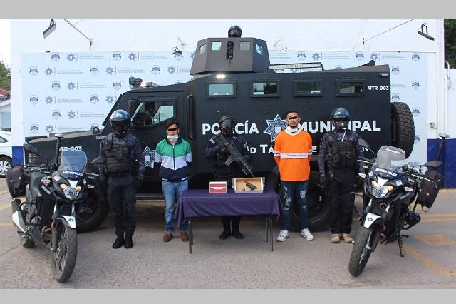 Detienen a dos asaltantes de negocios en Puebla