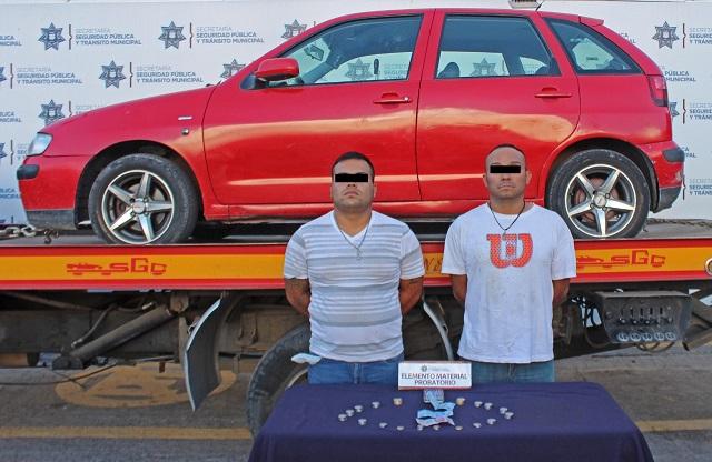 Detienen a dos por robar a chofer de una ruta 33, en Puebla