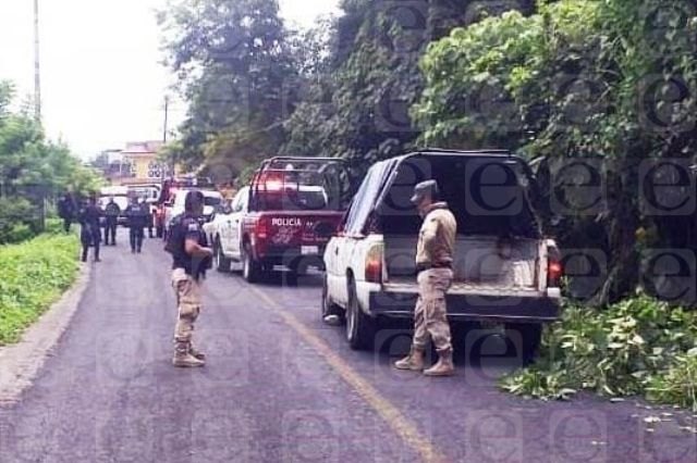 Con armas y ropa militar aseguran a tres de Cuetzalan