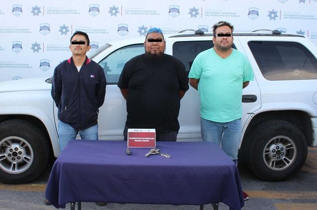 Policía capitalina detiene a 3 con una camioneta robada