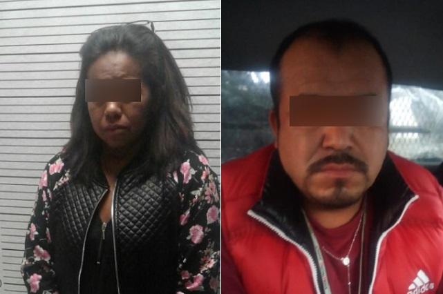 Hombre y mujer detenidos por conducir un coche robado