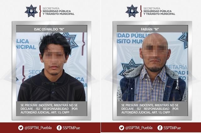 Recuperan camión robado y detienen a dos hombres en Puebla