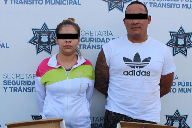 Frustran robo de vehículo en San Manuel y detienen a pareja