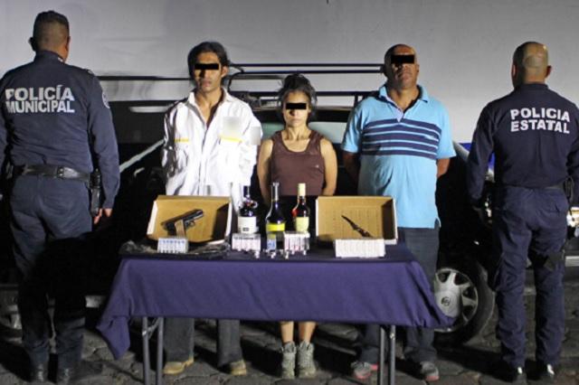 Detienen a tres por robar  en tiendas Oxxo en Puebla
