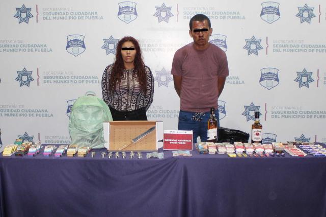 Detienen a dos que asaltaron tienda Oxxo en Valle del Rey