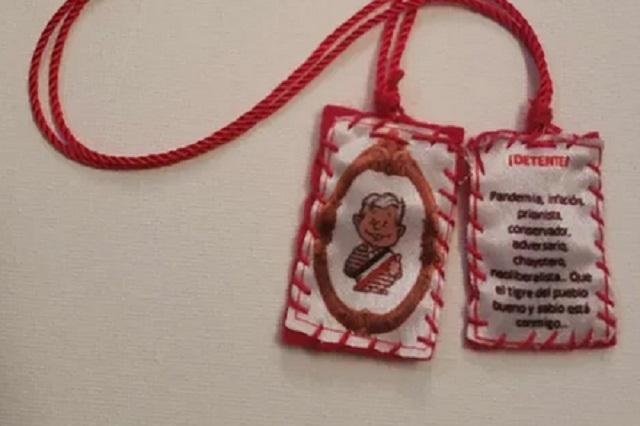 Venden amuletos detente en 350 pesos con imágenes de AMLO y Gatell