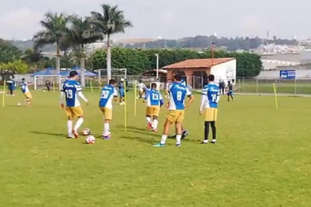 Acusan jugadores de Liga de Blaompié no tener ni agua para entrenar