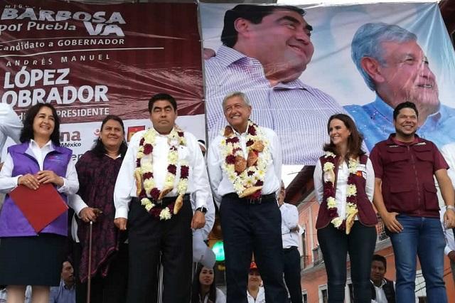 Promete AMLO en Puebla defender a los líderes sindicales