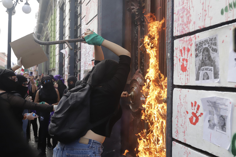 No fue protesta, fue vandalismo, dice Barbosa de las marchas 8M