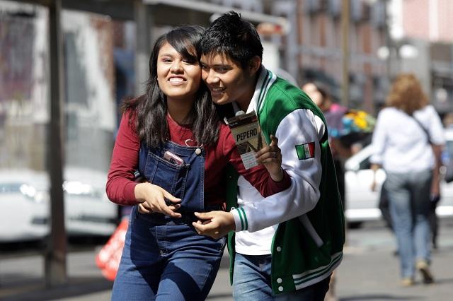 Estar enamorado te hace más fuerte contra covid: investigador UNAM