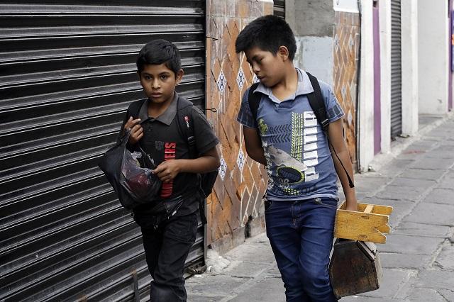 Menores mixtecos trabajan para hacer frente a la crisis por Covid