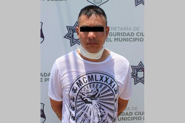 Policías municipales de Puebla atrapan al delincuente El Diablo