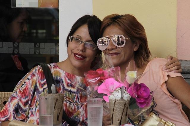 ¿Cómo y por qué celebramos el Día de las Madres en México?
