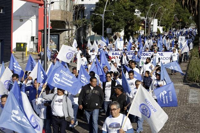 Demandan 10 mil obreros mejor salario y más empleos en Puebla