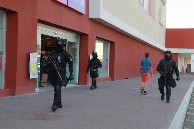 Cristalean y roban celulares en Telcel de Plaza San Diego