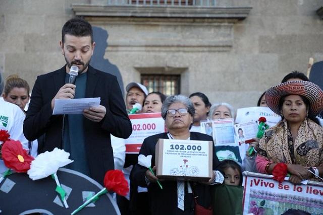 Diego Luna participa en manifestación por personas desaparecidas