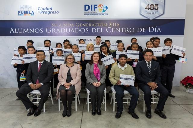 Municipio entregó constancias a alumnos del Centro de Día