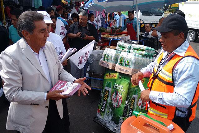 Ofrece Abraham Quiroz dignificar el tianguis de Texmelucan