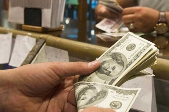 El peso se hunde por aranceles al acero y el dólar se vende hasta en 20.40