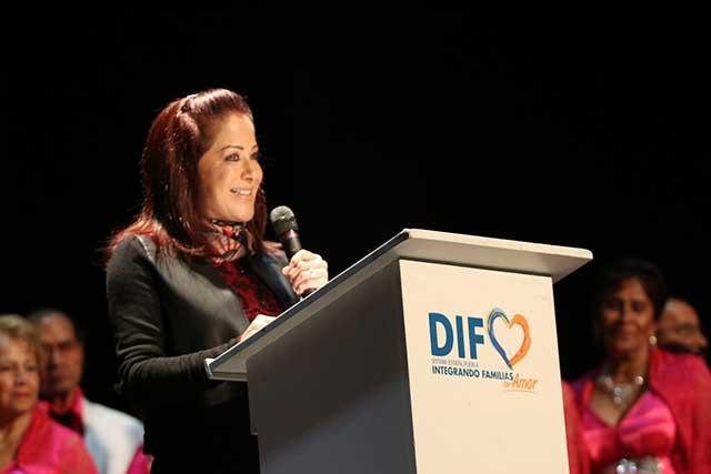Inaugura Dinorah López de Gali festival artístico de adultos mayores