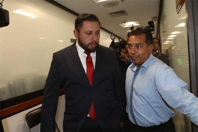 Diputado del PRI se refugia en el Congreso para evitar ser detenido