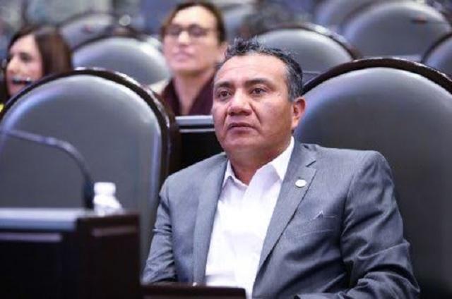 Diputado de Morena ocupa vacunación de covid-19 con fines políticos