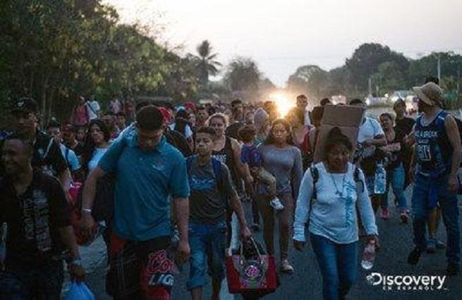 Galardonan documental Caravanas, que narra travesía de migrantes a EU
