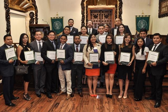 Ceremonia de fin de cursos de posgrado en la Libre de Derecho
