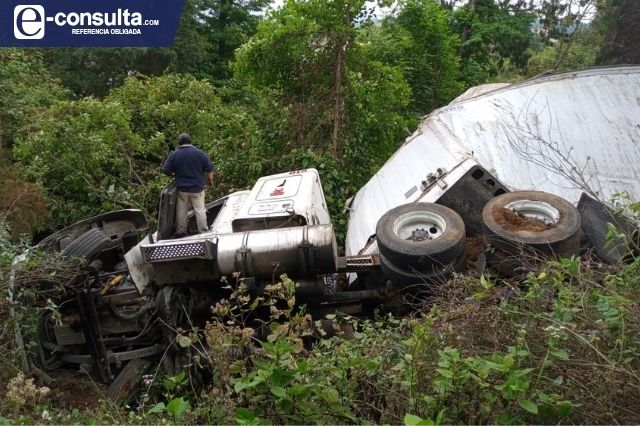 Un lesionado y daños materiales deja volcadura en la México-Tuxpan