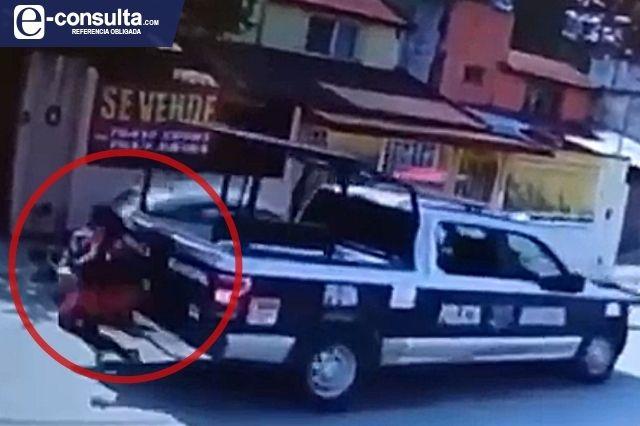 Patrulla arrolla a una mujer en Huauchinango