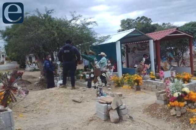 Panteones de Santiago Miahuatlán a punto del colapso