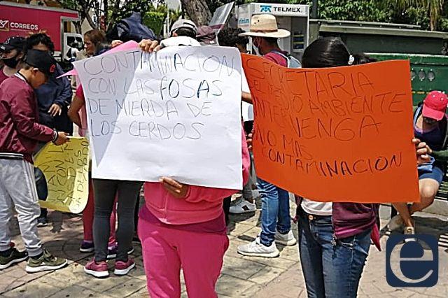Acusan focos de infección por granjas en San José Miahuatlán